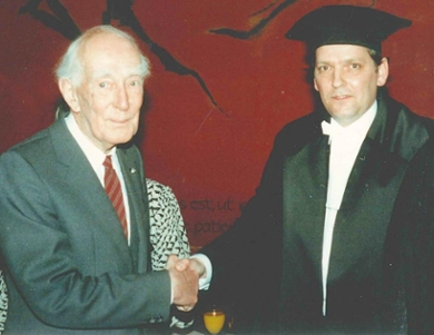 Jan Hendrik Oort and Piet van der Kruit, who has now written Oort's biography, at Van der Kruit's inaugural lecture as Professor of Astronomy in Groningen in 1988. (Photo: Piet van der Kruit)