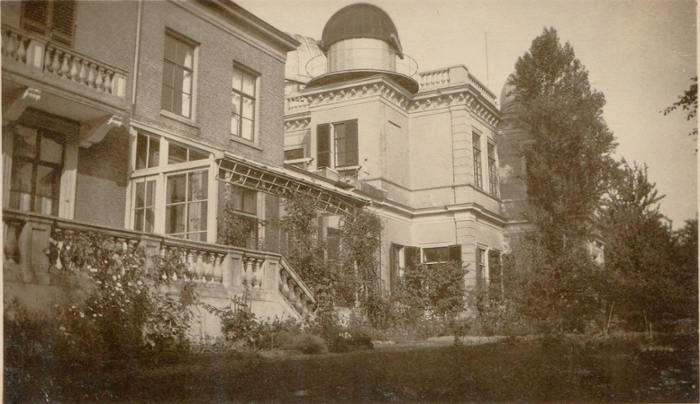 When Oort became professor in Leiden, he and his family moved into the director's house next to the Observatory, here on the left of the photo. Oort's office was behind the veranda. (Photo: Abraham Oort's private archive)